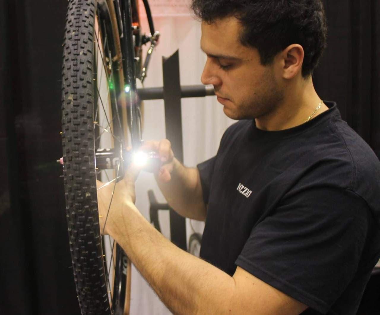 ハブに組み込まれた自転車用ライト Iozzio Cycles「Integrated Bike Lights」