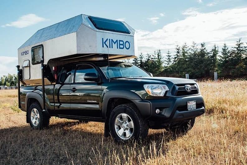トヨタのピックアップトラックをキャンピングカーに―KIMBOの「6 Series」