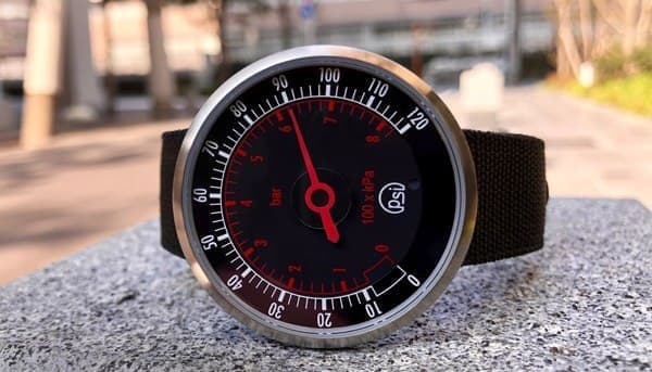 圧力計型の腕時計「PSI Pressure Gauge Watch」