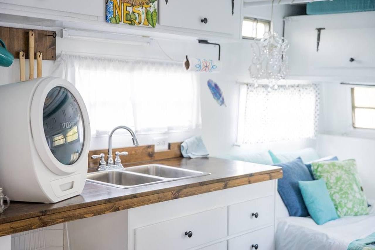 机の上に置ける衣類乾燥機「Morus Zero」 ― 真空乾燥で、衣服が傷みにくい