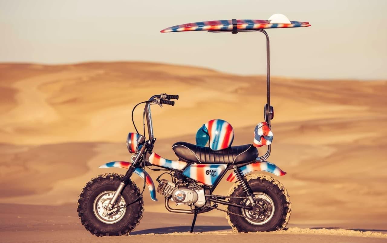 バイクライダーの頭上には、いつもサーフボード ― カスタムバイク「Goof Bike」