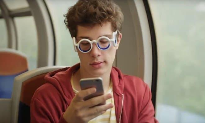 乗り物酔いを防ぐメガネ シトロエンの「SEETROEN GLASSES」