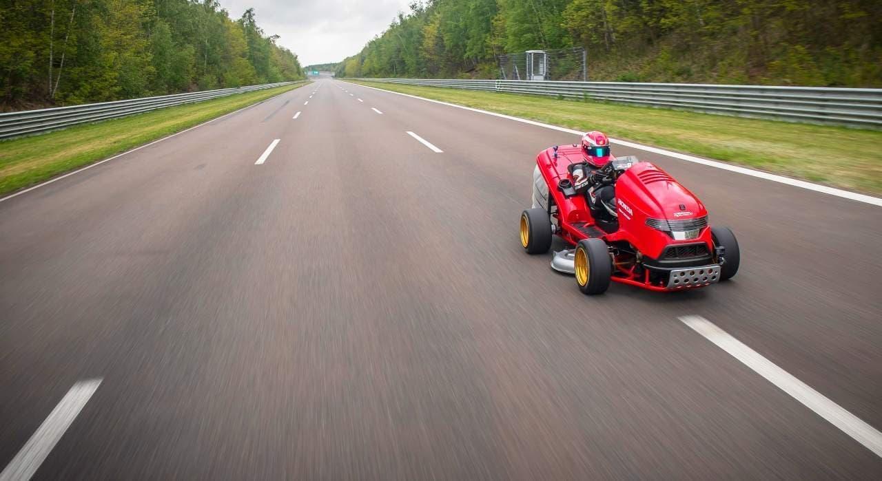 ホンダの芝刈り機Mean Mower V2、加速世界一を達成!
