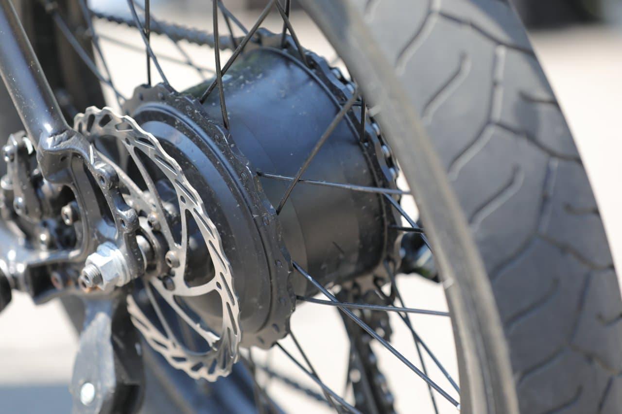 2つのモータを装備できる電動モペッド「Xmera Bionic Bike」