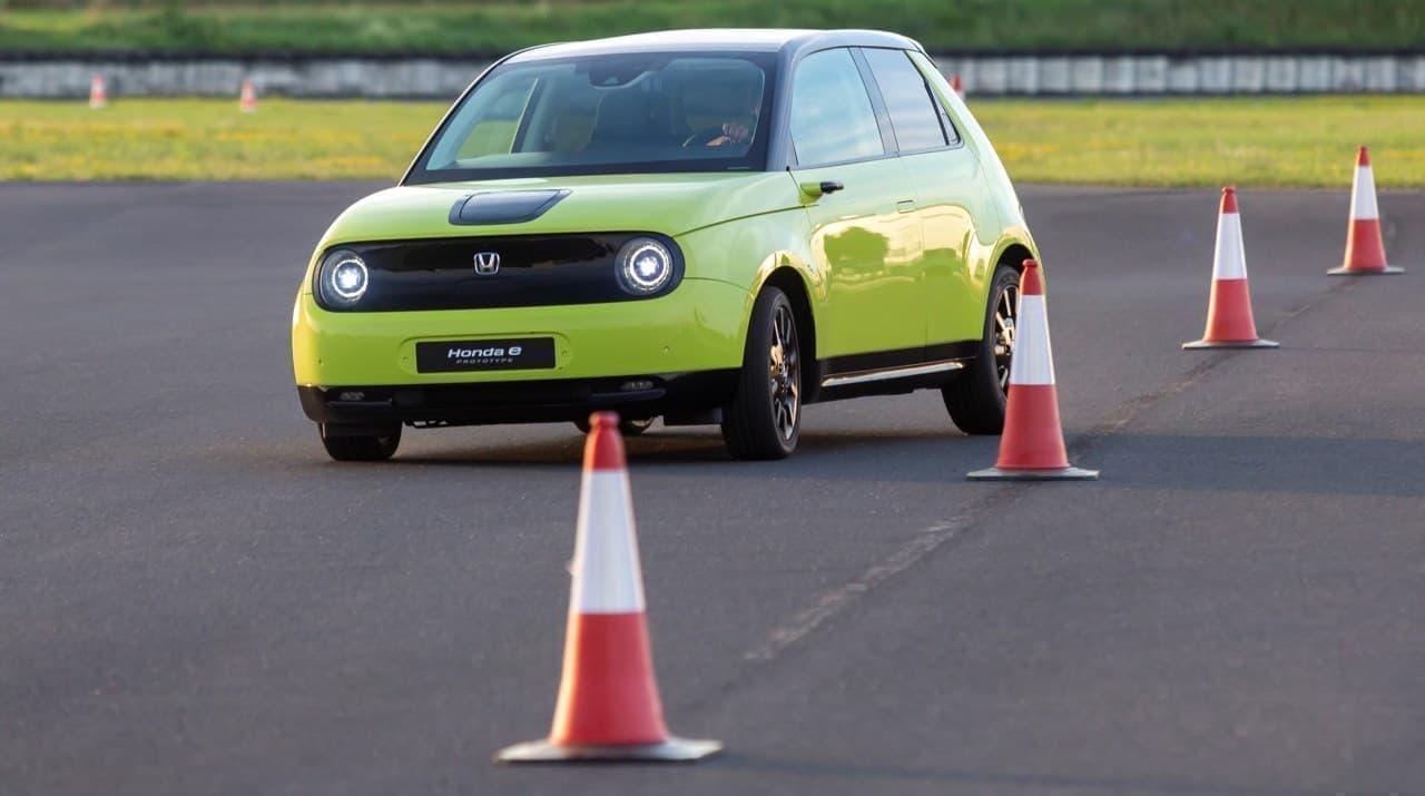 ホンダが「Honda e」のデジタルダッシュボードを公開