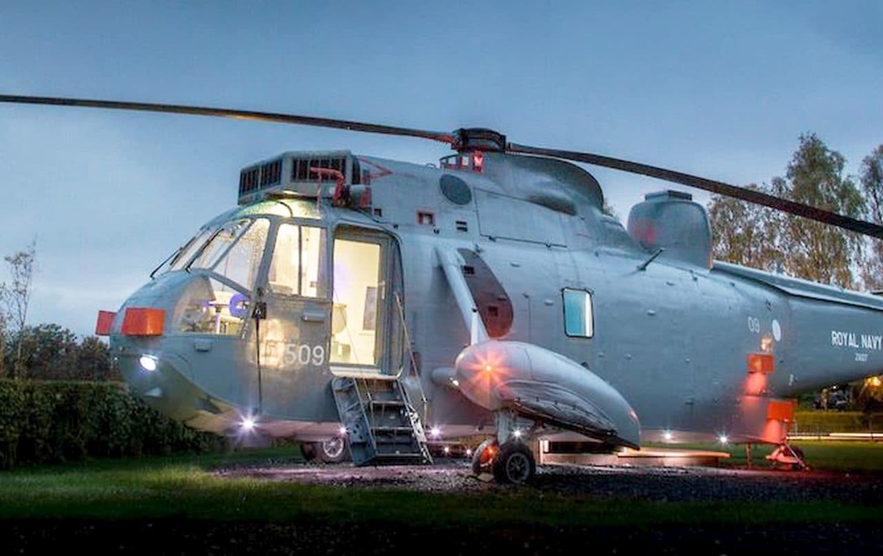 シーキングでの宿泊を楽しめる「HELICOPTER GLAMPING」