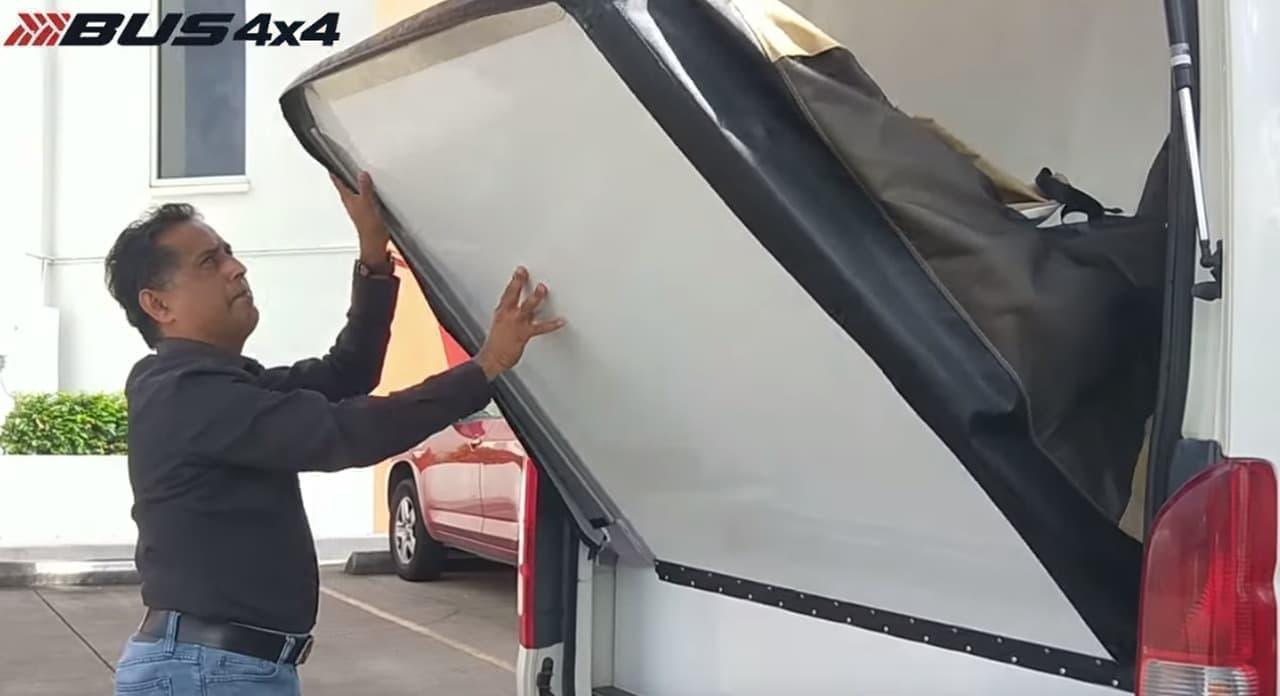トヨタハイエースコミューターキャンパーバン