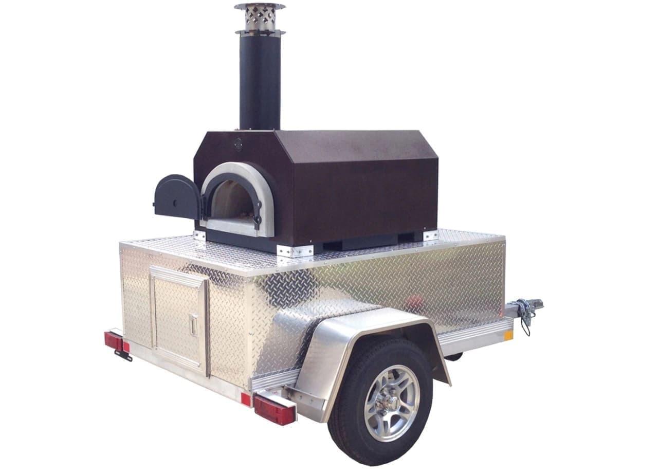 「CBO 750 Tailgater」はクルマで牽引できるピザ窯。