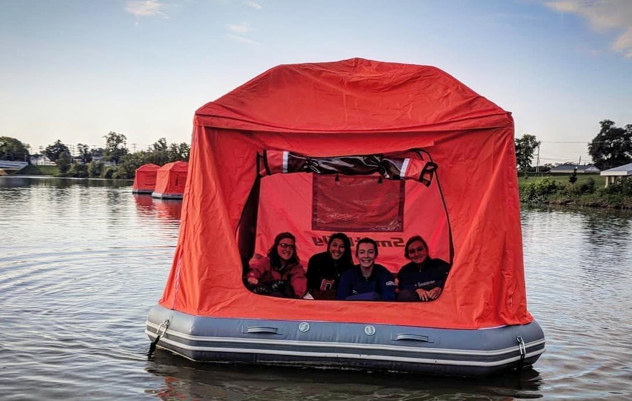 水面に設営するテント「Shoal Tent」