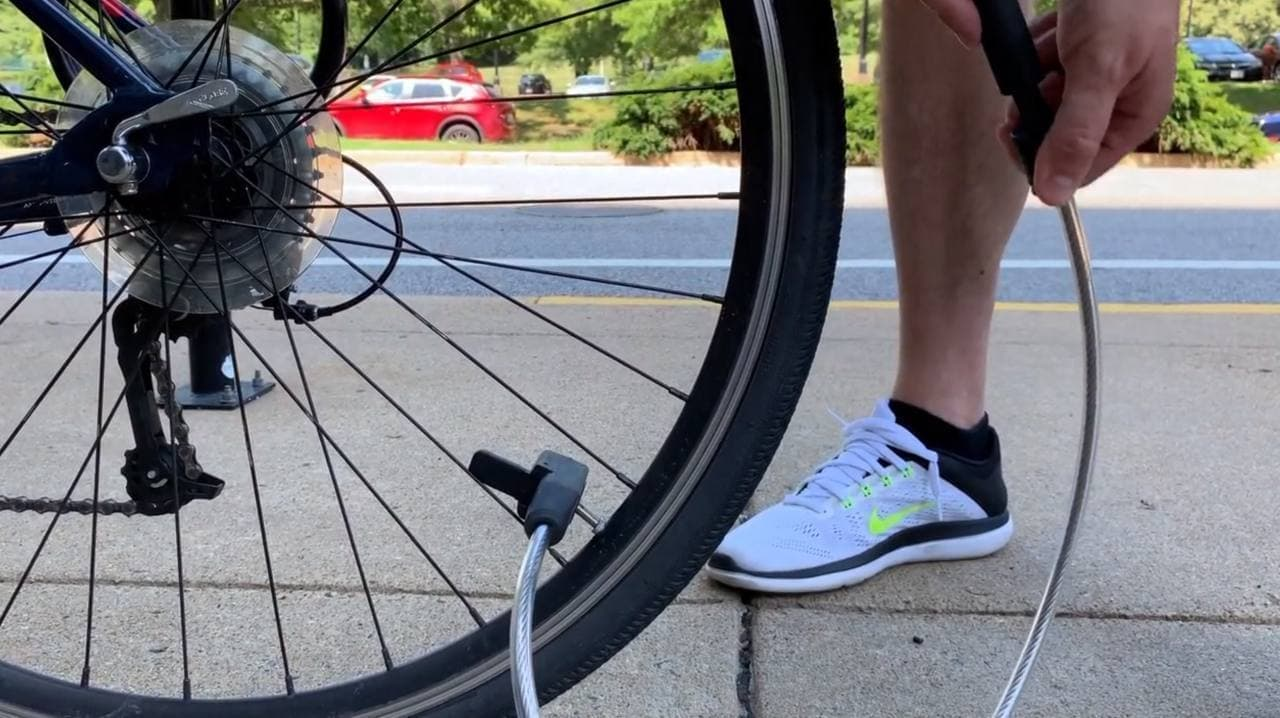 空気入れ付きの自転車用ロック「AirLock」