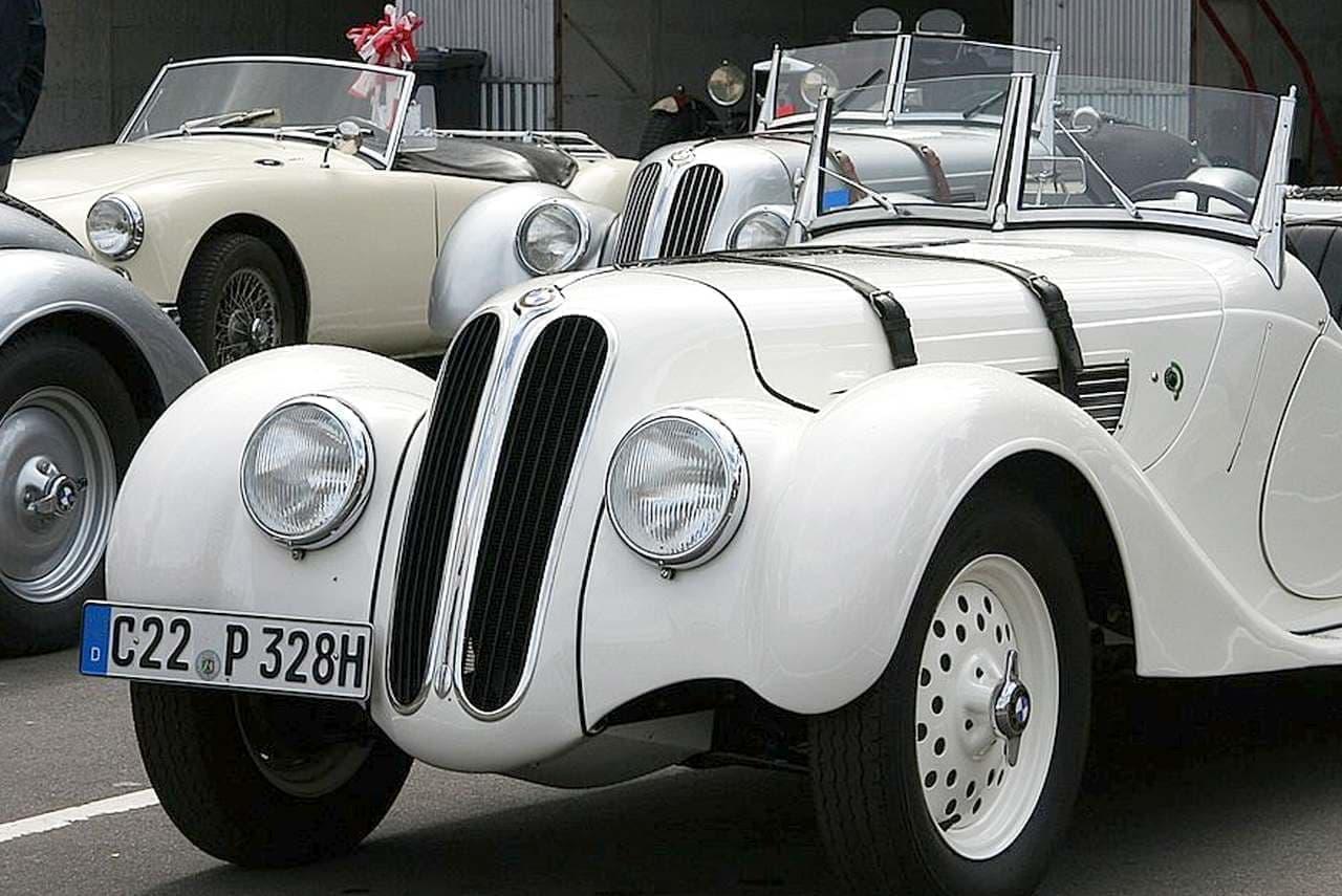 BMWの過去の名車であるBMW328