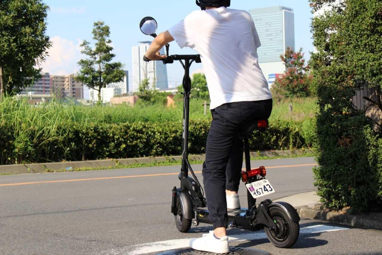 公道を走れる立ち乗り電動バイク「BLAZE EV SCOOTER」