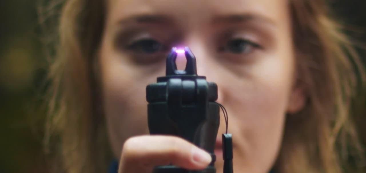 スマホ充電器(ヌンチャク型)+ランタン+着火器の機能を持った「LIFESABER」