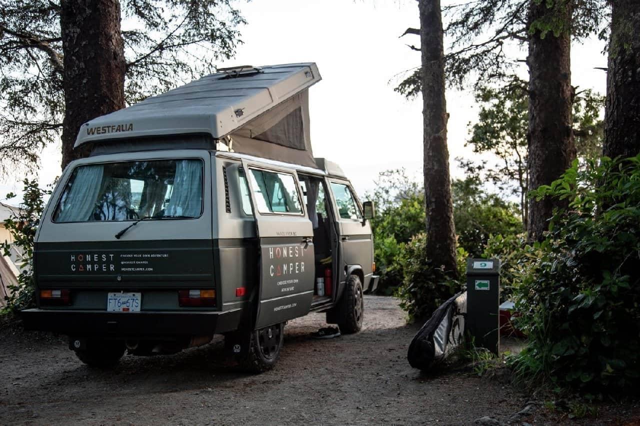 87年のレトロなキャンピングカーで2泊の旅を ― Honest Camperのプラン