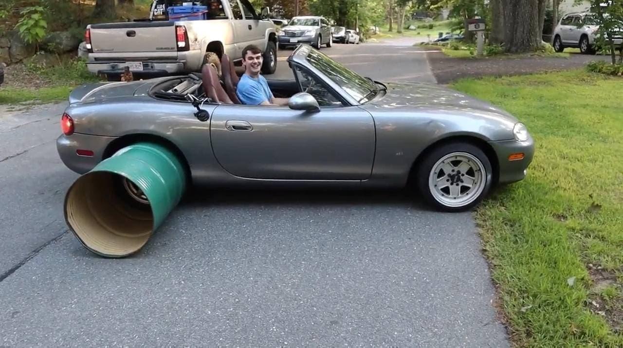 タイヤが無ければ、ドラム缶を使えばいいじゃない ― マリー・アントワネット…じゃなくて、Smoked-Out Garageが試してみたよ