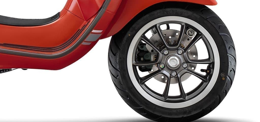 125ccエンジンを搭載した「ベスパ プリマベーラS 125 ABSスペシャルエディション」