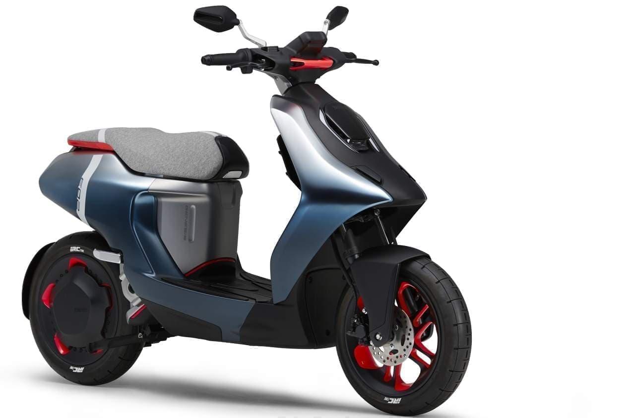 ヤマハが電動バイク「E01」「E02」を東京モーターショーで世界初披露
