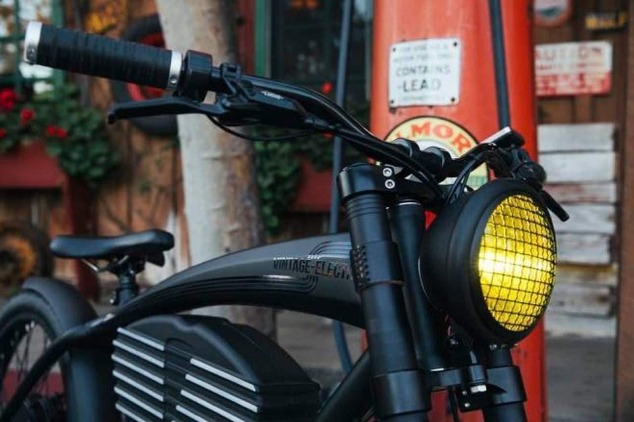 街乗りにフォーカスした電動バイク「Roadster」