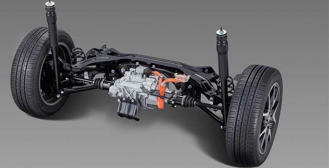 トヨタが新型車「ヤリス」を公開