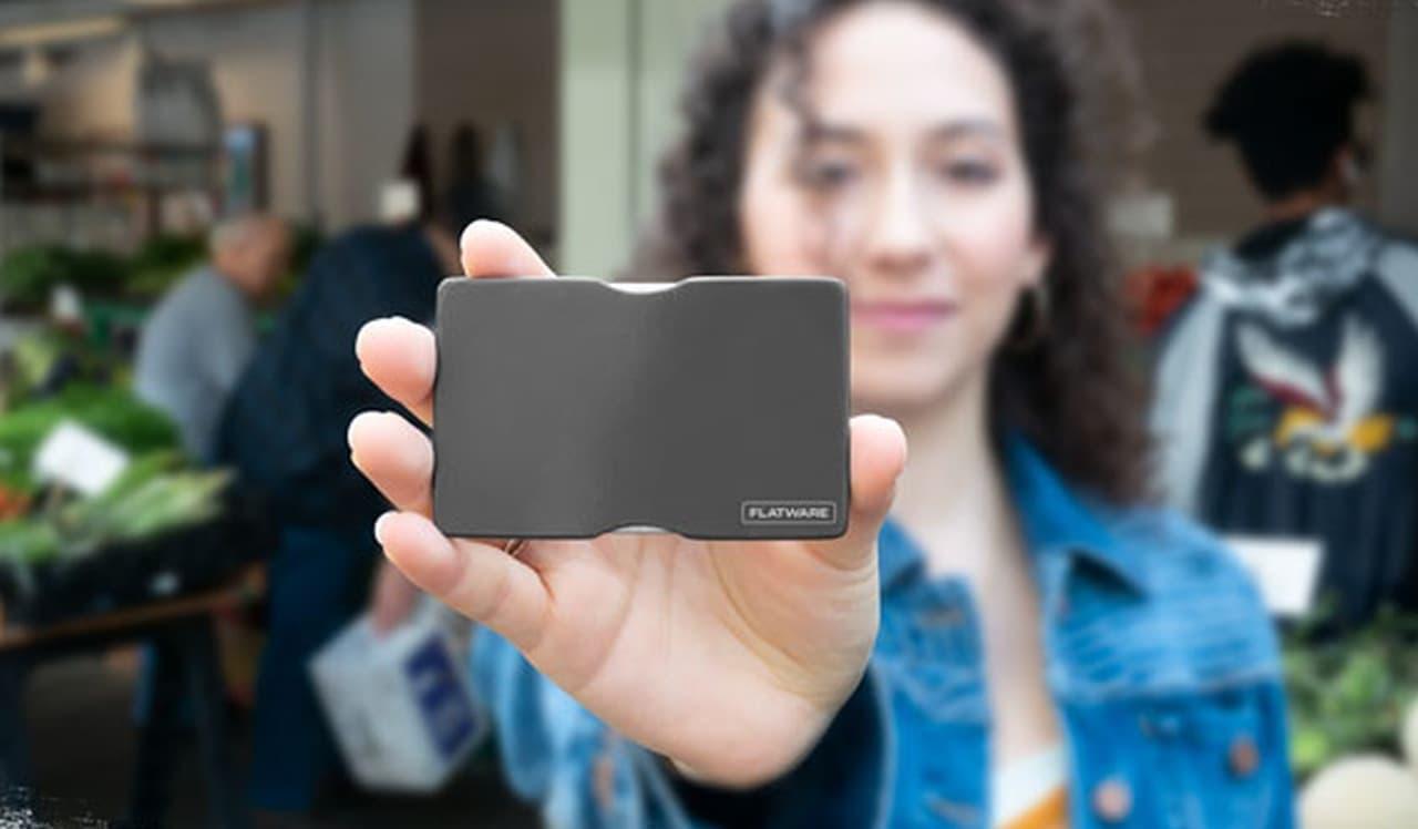 財布に入れて持ち歩けるフォーク&スプーン「Flatware」