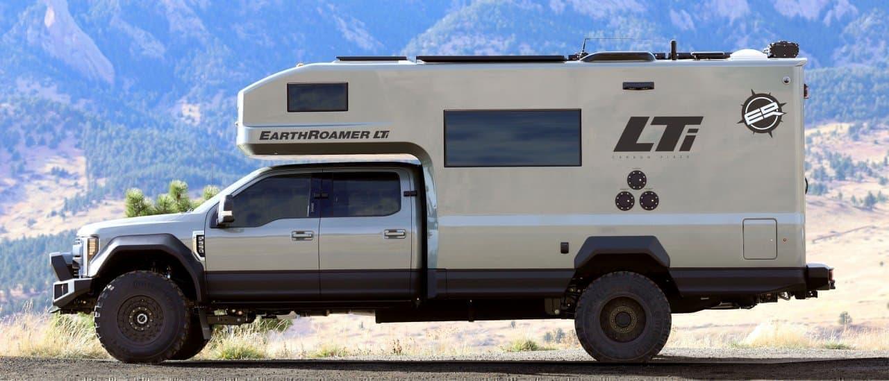 オールカーボンファイバーボディのキャンピングカーEarthRoamer「LTi」