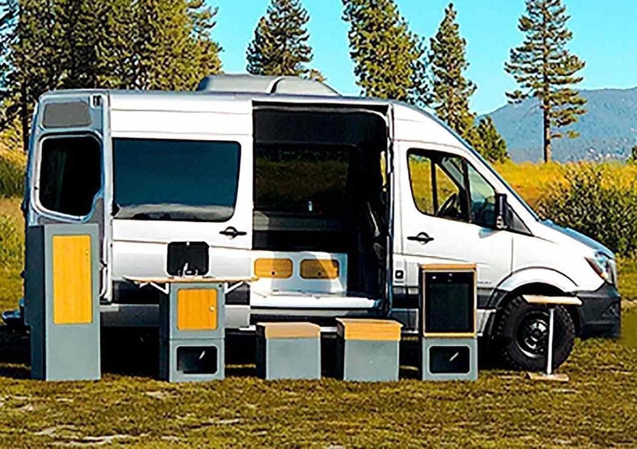 模様替えできるキャンピングカーシステム「Adaptiv for Vans」