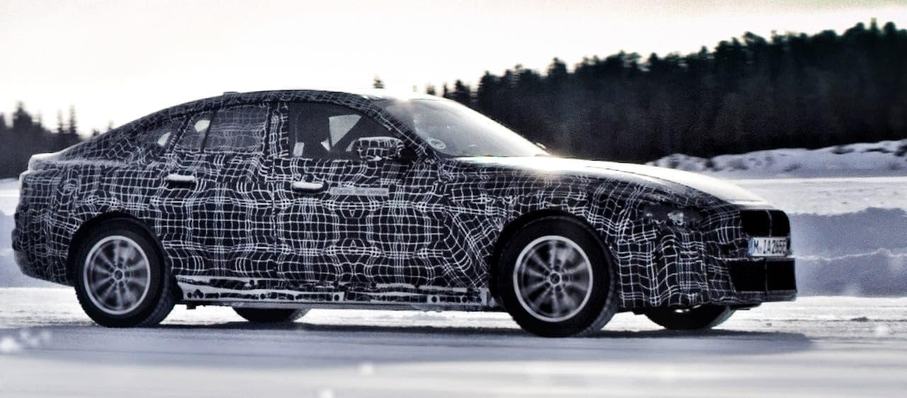 6分充電すれば100キロ走れる電気自動車「BMW i4」