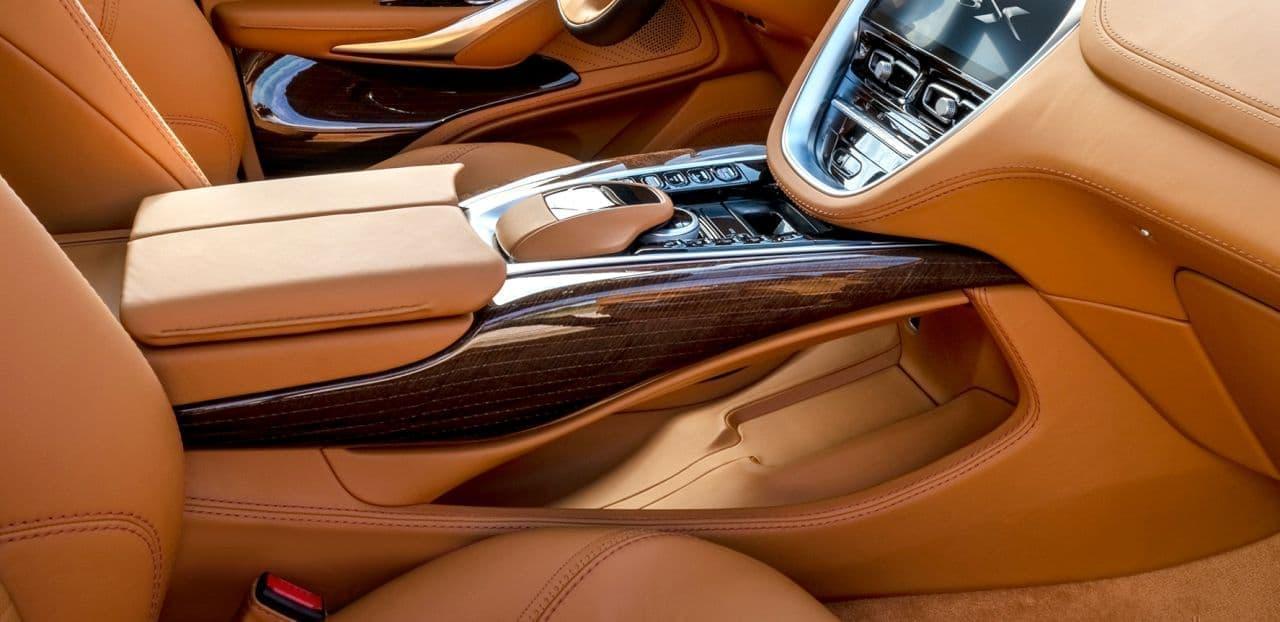 アストンマーティンの新型SUV「DBX」発表