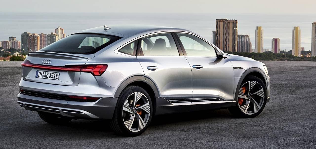AudiがSUVクーペ「Audi e-tron Sportback」公開