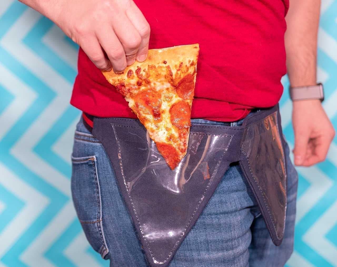 ピザは腰から下げて!―ピザを2枚持ち歩けるポーチ「Pizza Fanny Pack」