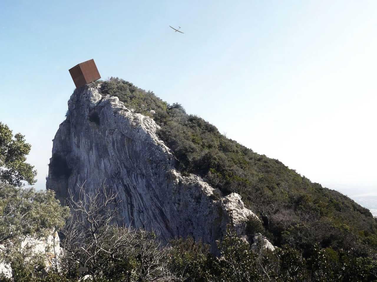ロッククライミング中に一休み―クライマーがのんびり景色を楽しめる「ヴェルドン バルコニー」