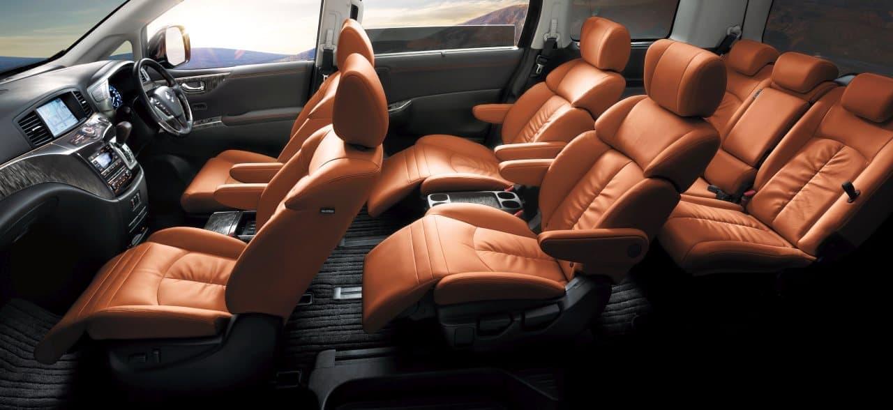 日産「エルグランド」の特別仕様車「ハイウェイスター ジェットブラックアーバンクロム」