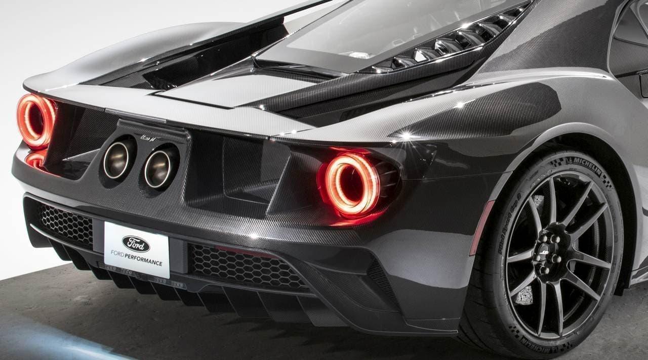 フォードGTに、カーボンファイバーむき出しの「Liquid Carbon」
