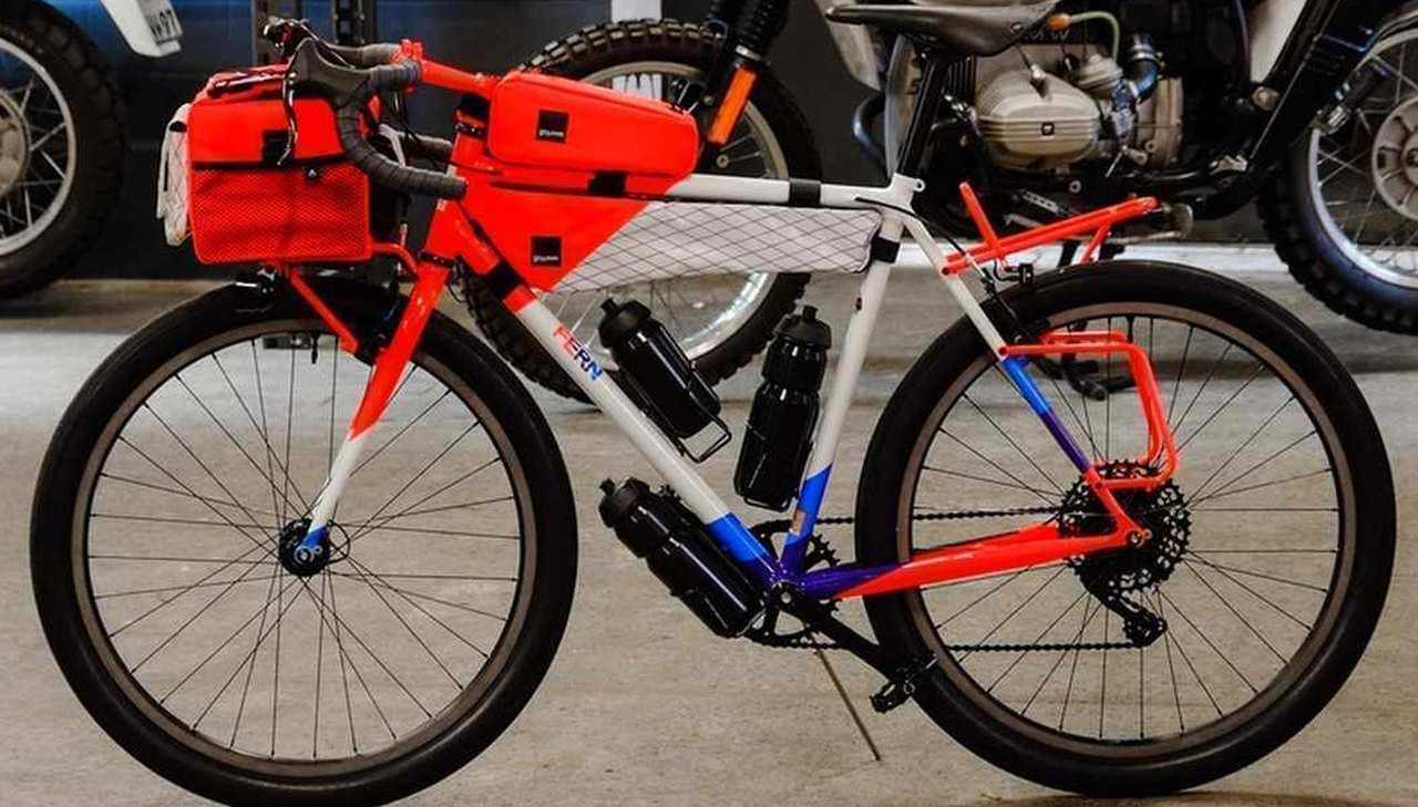 パリ・ダカイメージの自転車FERN「GS CHACHA DAKAR」