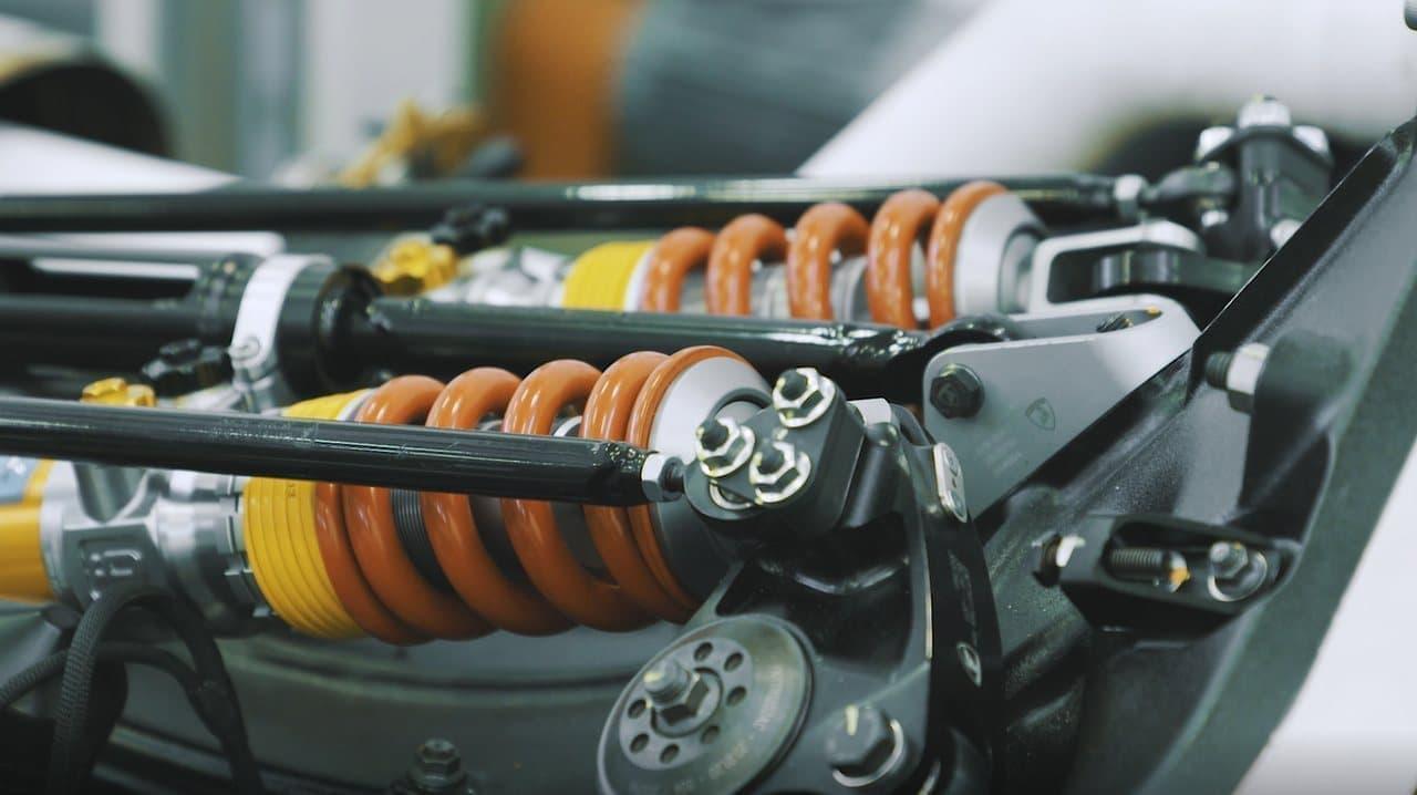 最高出力830馬力-ランボルギーニが6.5L V型12気筒エンジンを初披露