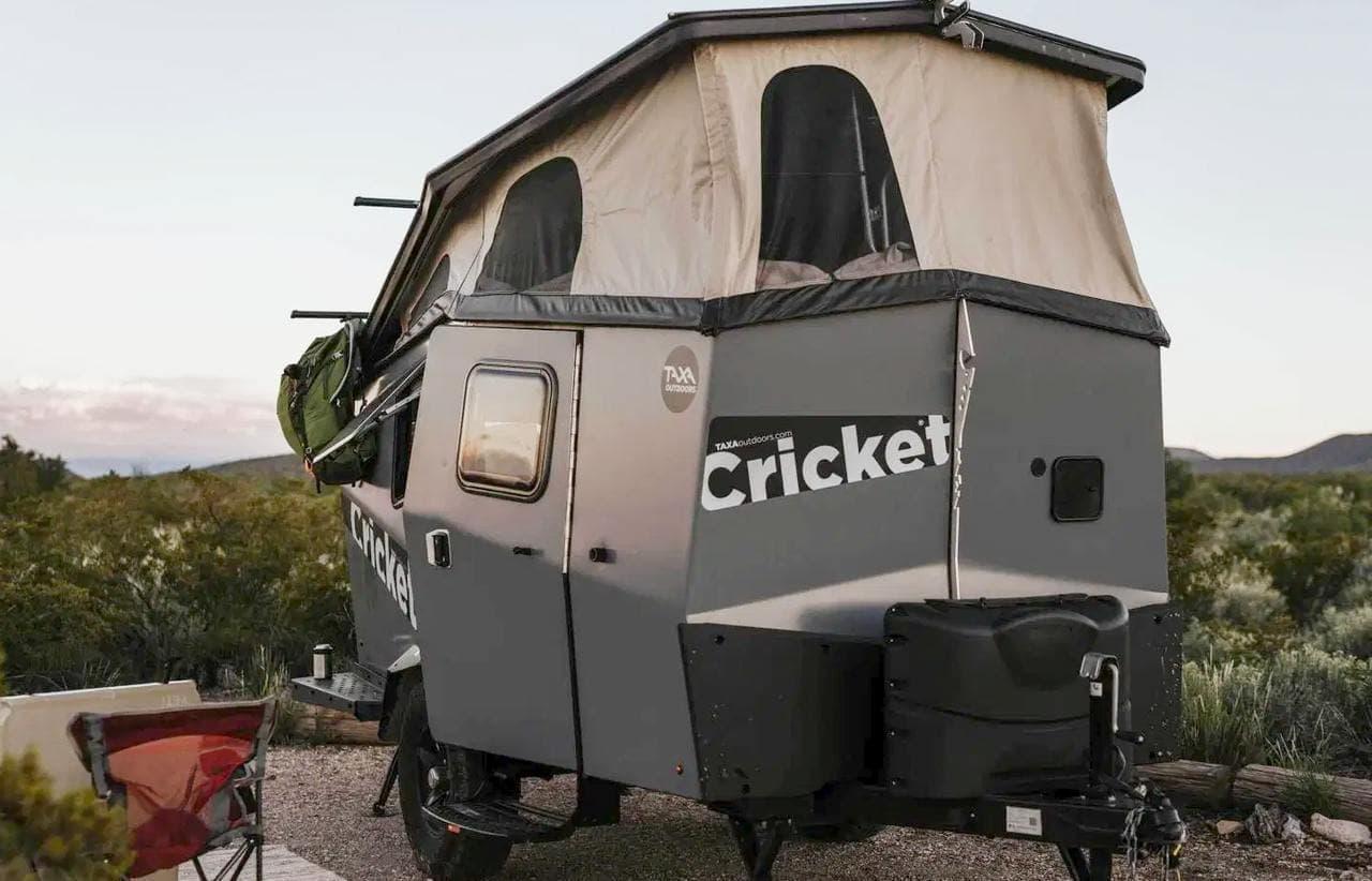 キャンピングトレーラーって、宇宙ステーションだ-元NASAのエンジニアが作ったTaxa「Cricket」2020年モデル