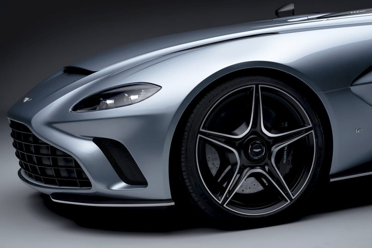 ストンマーティンが「V12スピードスター」を発表、価格は約1億円