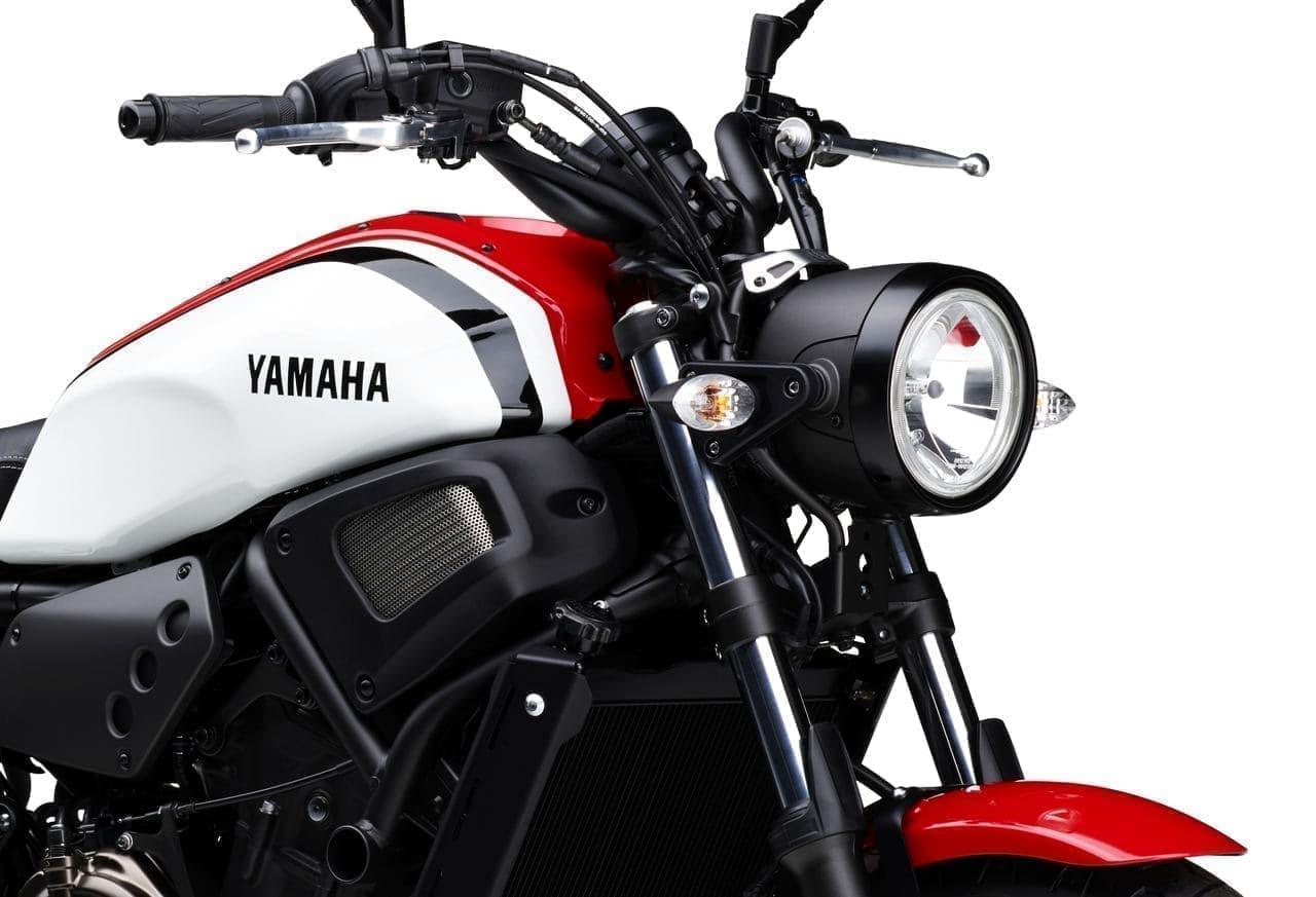 ヤマハ「XSR700 ABS」に新色「ラジカルホワイト」―1980年代スポーツモデルのイメージを再現