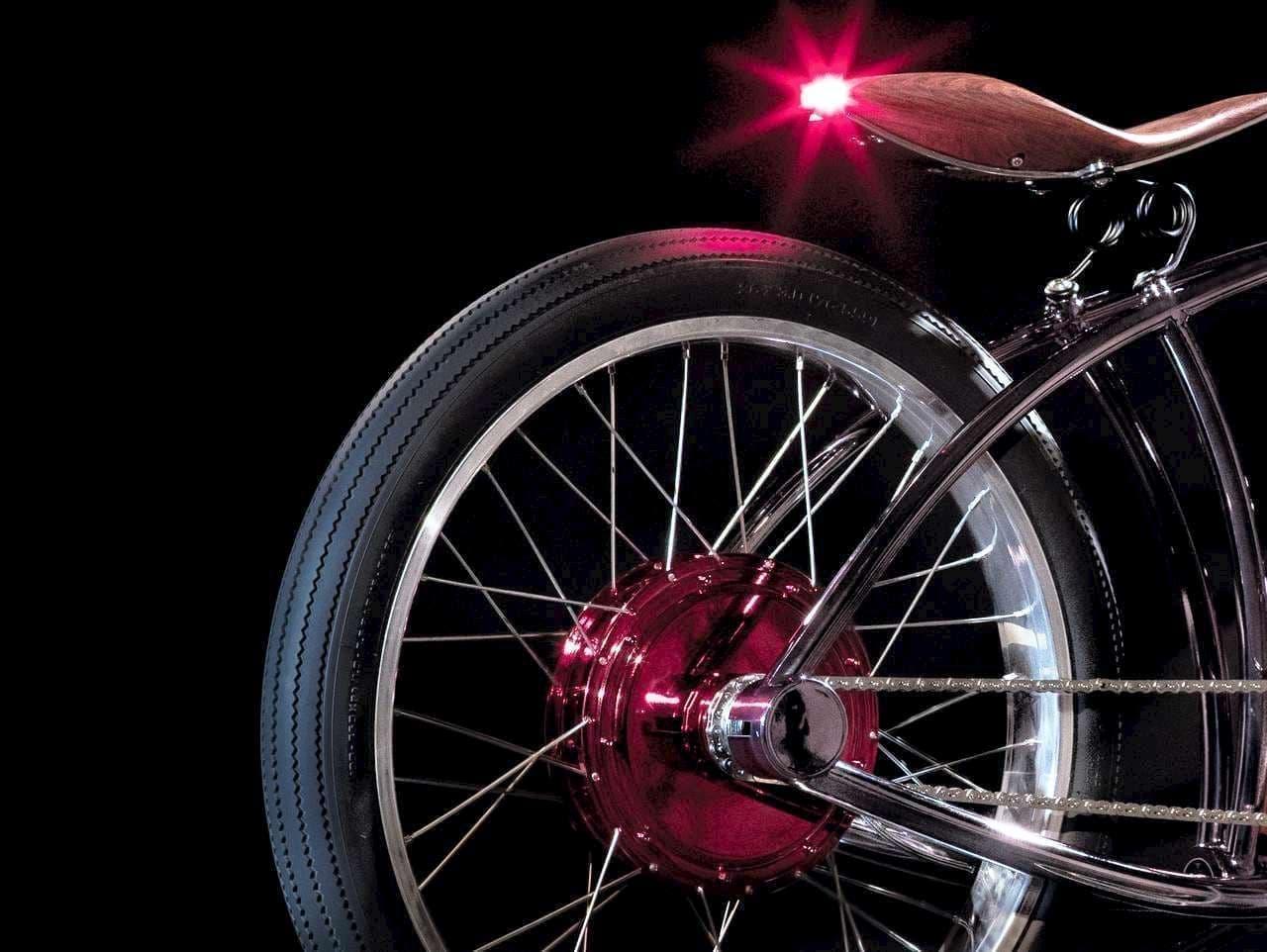 """""""もっと遠くへ行きたい""""という本能を満たす電動バイク「AVIONICS VM」"""