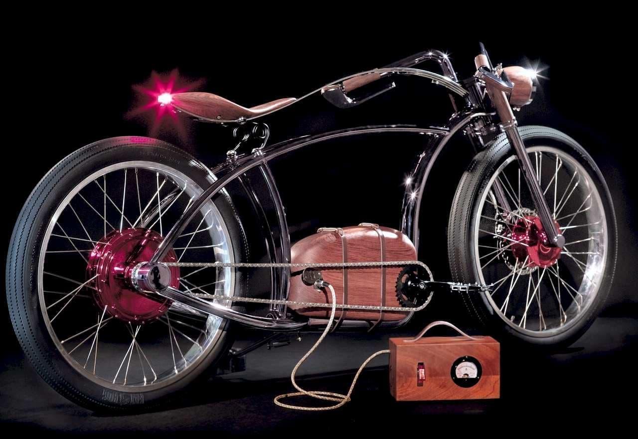 """""""もっと遠くへ行きたい""""という本能を満たす電動バイク「AVIONICS VM」―プラスチックを排除し、木製パーツを採用"""
