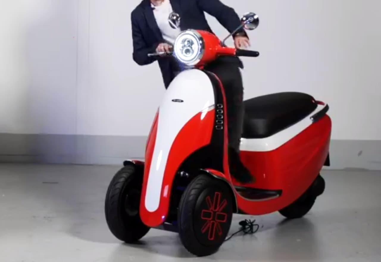 前から乗り降りできるクルマ「Microlino」に、妹分となる電動バイク「Microletta」コンセプト