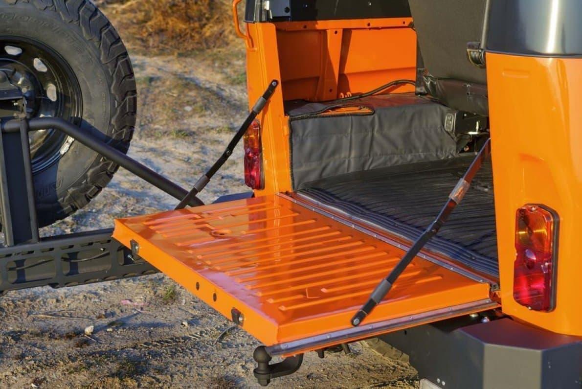 キュートなカラーリングのSUV UAZの「Hunter Expedition」