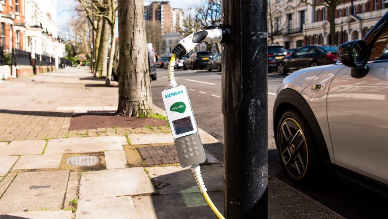すべての街灯が充電スポット化された「Electric Avenue、W9」