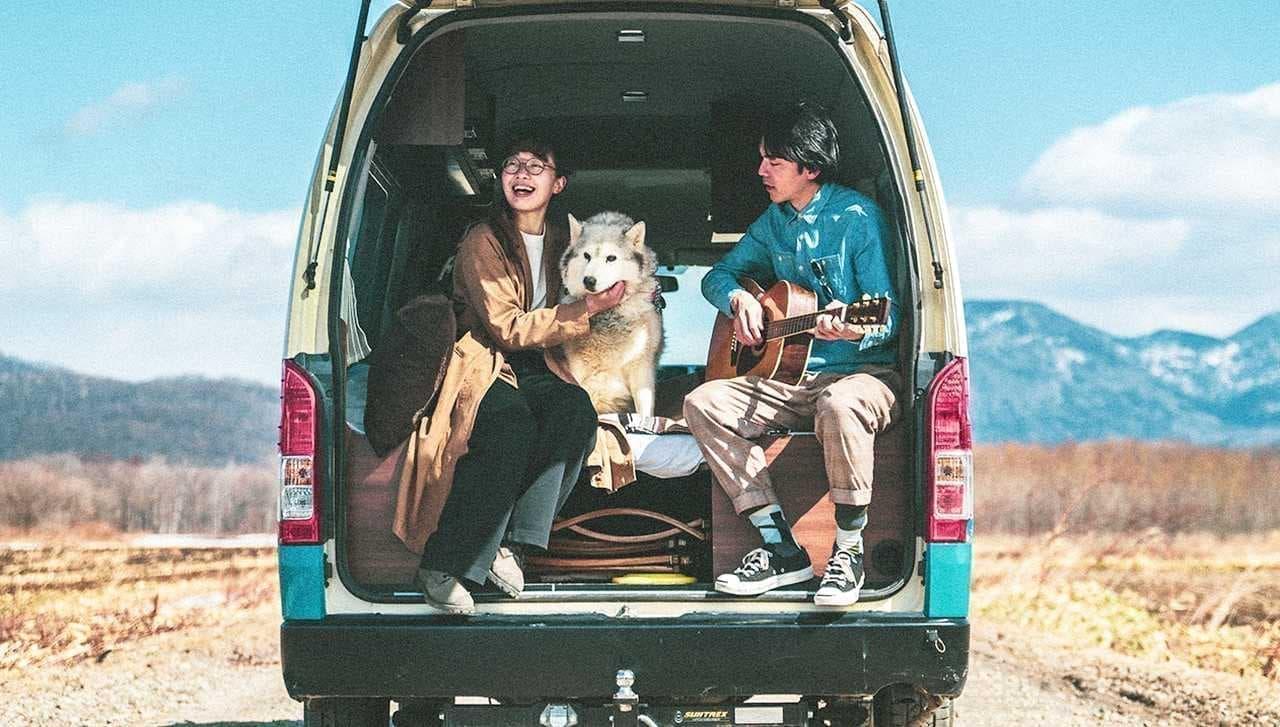犬と一緒に、キャンピングカーの旅 ― Moving Innによるトヨタハイエースベースのキャンピングカーレンタルサービス開始