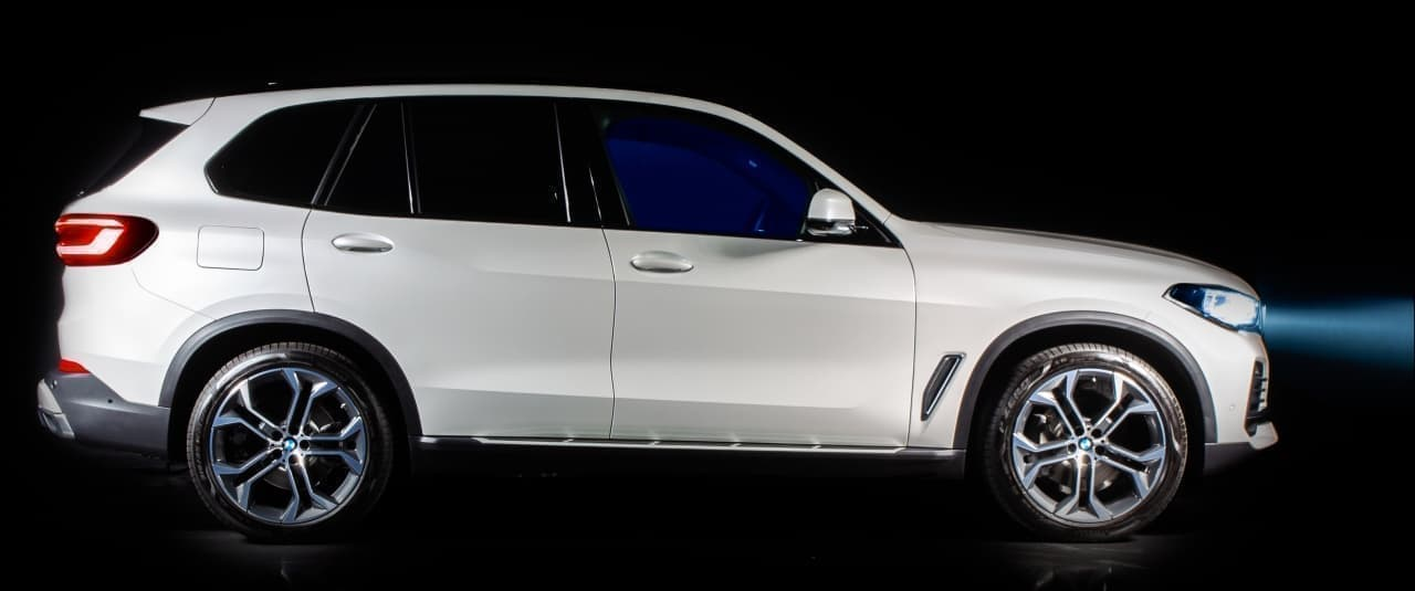 BMWとアルカンターラがコラボ! 限定車「BMW X5 Timeless Edition」発表