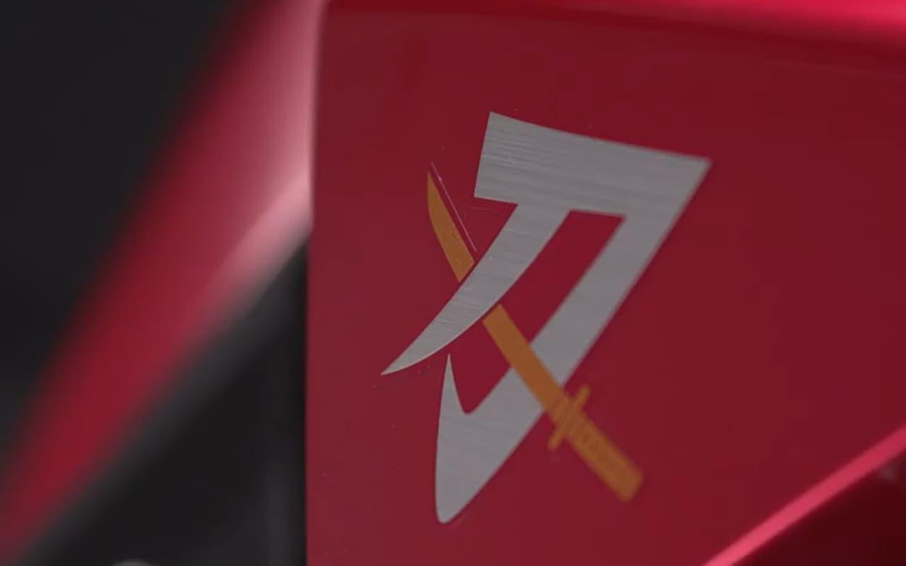 スズキ「KATANA」に特別色 上質感の「レッド」と凄みの「マットブラック」