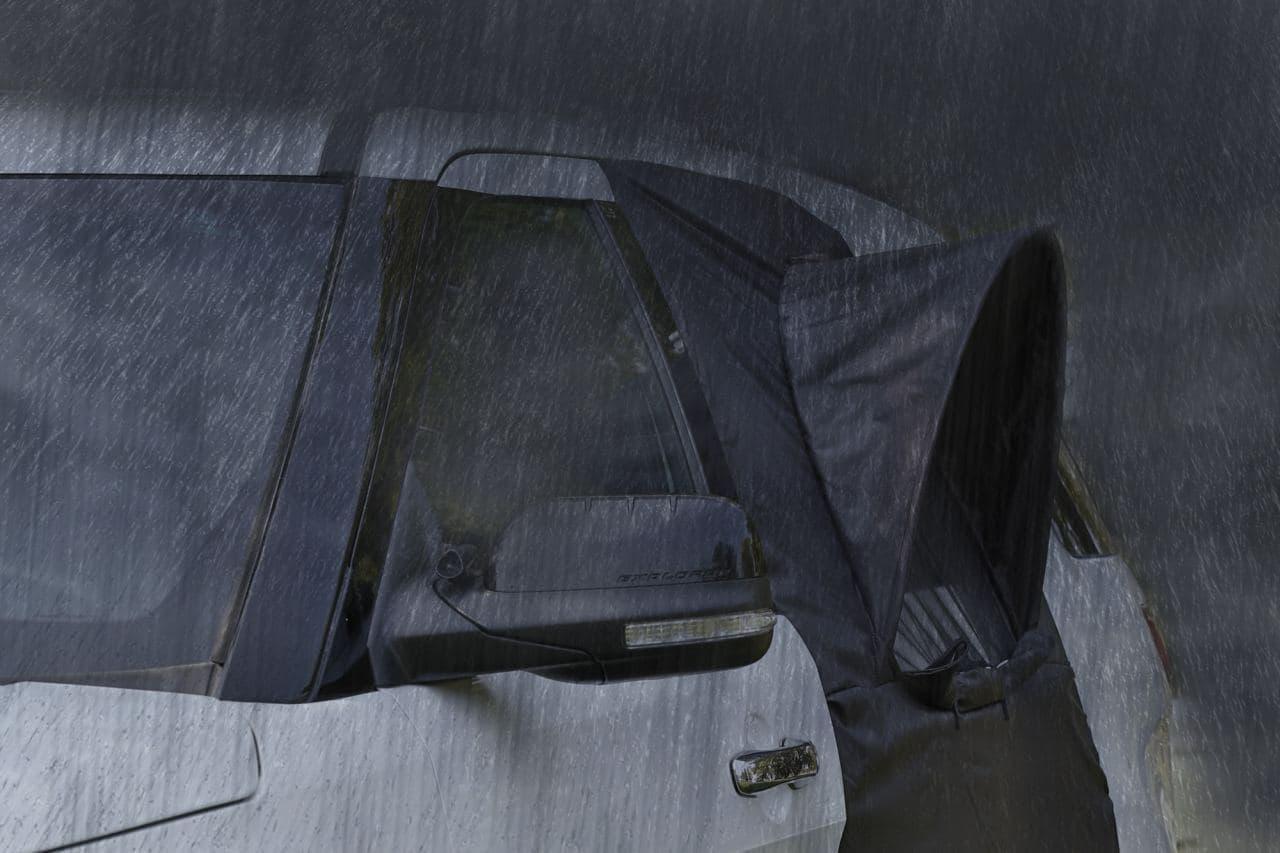 快適な車中泊!クルマのドアに取り付けるテント「Overnighter」