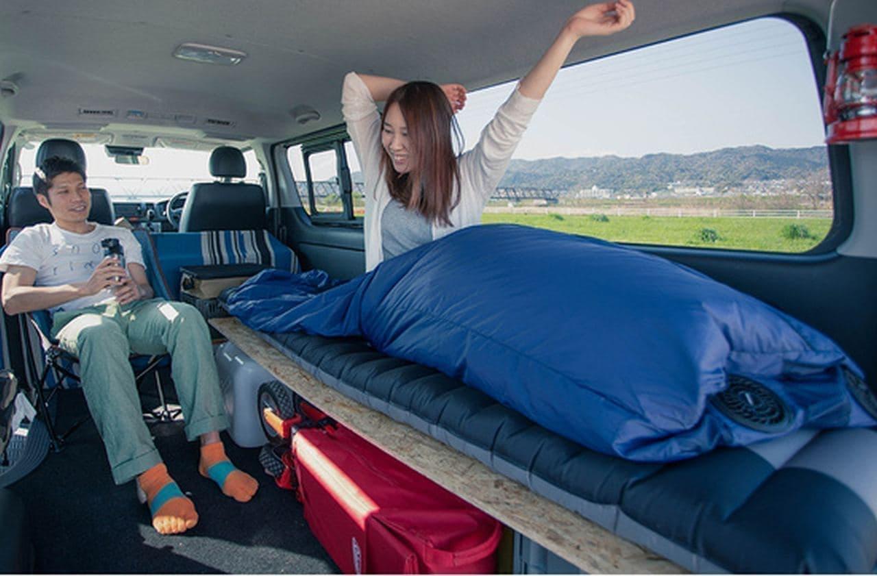 暑い夏の車中泊にぴったり! ― 扇風機を内蔵した寝袋「Air 寝袋」