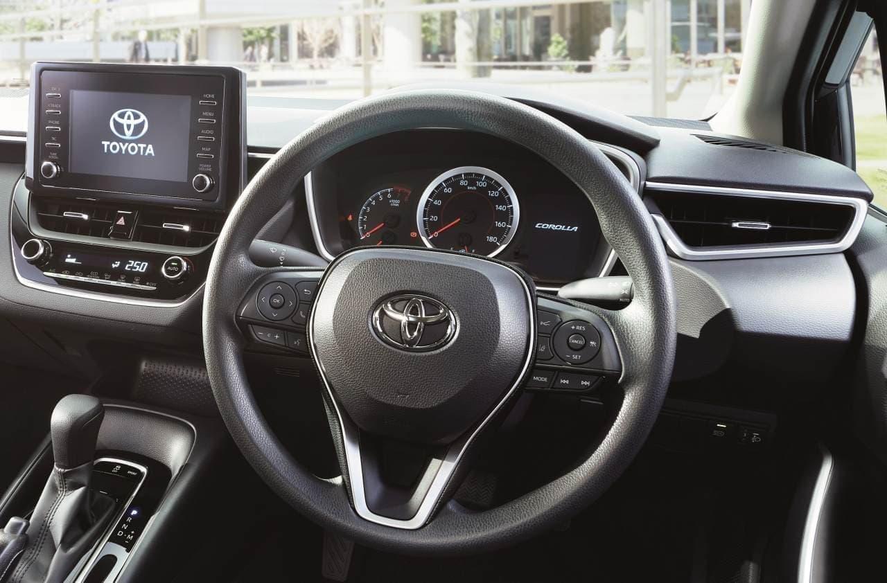 """トヨタ「カローラ」に特別仕様車「G-X""""PLUS""""」 - メーター周りやステアリングホイールにシルバー塗装"""