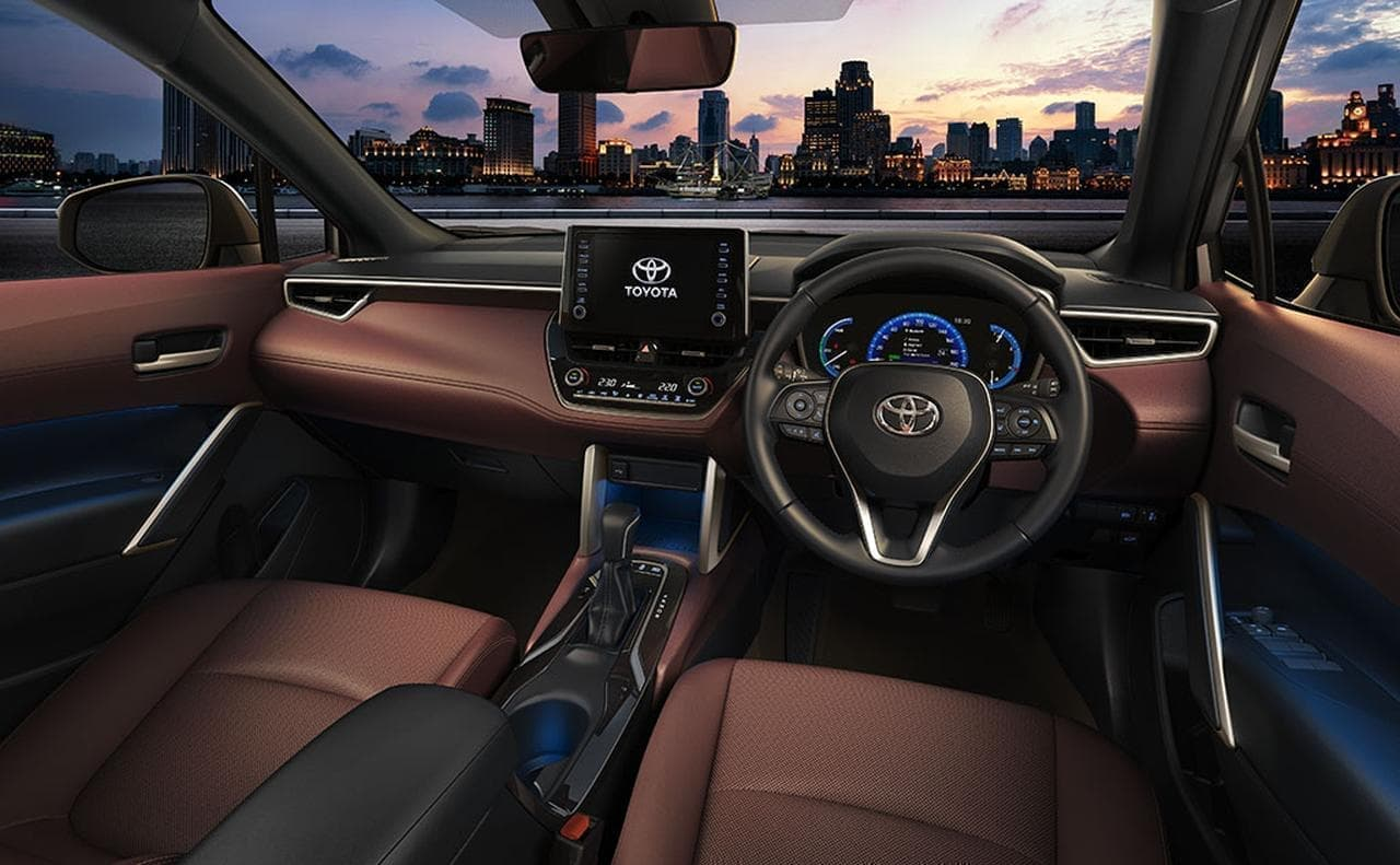 トヨタ「カローラ」コンパクトSUV「カローラ クロス」追加 タイで世界初公開
